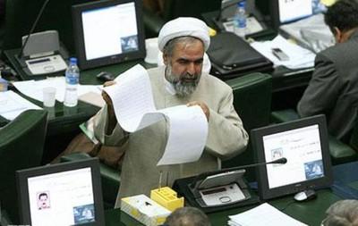 تلاش حسینیان برای اخراج معاون پارلمانی دولت از مجلس