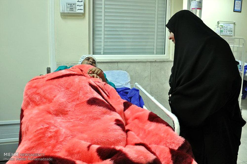 دانش آموزان مسموم شده در بیمارستان زاهدان