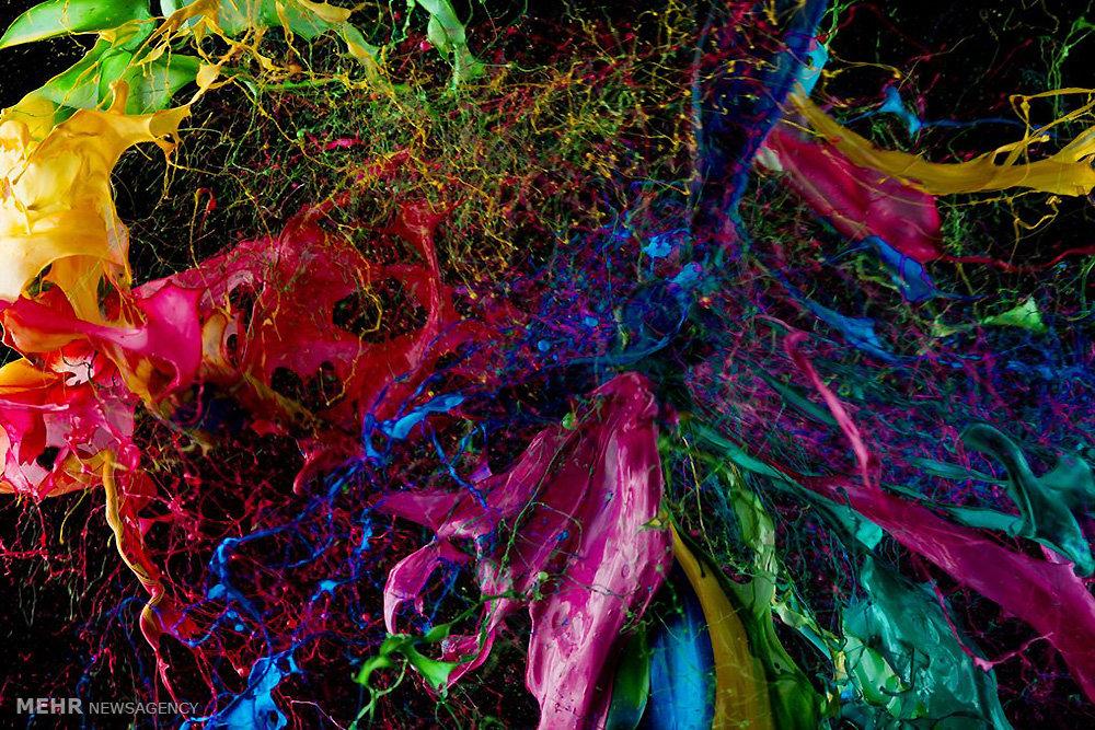 اثر هنری با رنگ ها