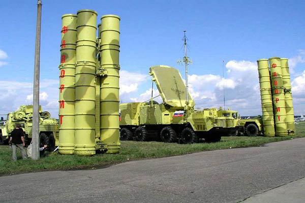 مساعد بوتين يعلن بدء توريد صواريخ اس 300 لايران