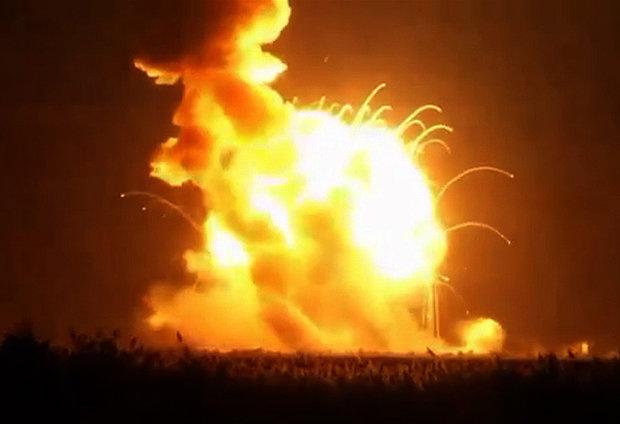 علت انفجار ديشب يزد اعلام شد/ اتصال برق سبب انفجار بشكههای شوينده