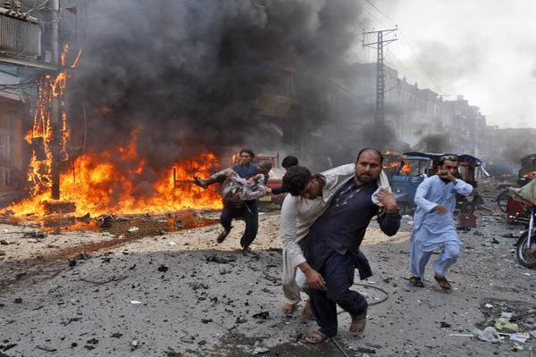 انفجار در حسینیه شیعیان در  پاکستان/ 24 کشته و 50 نفر زخمی شدند