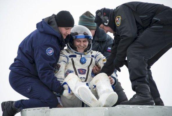 فضانورد1
