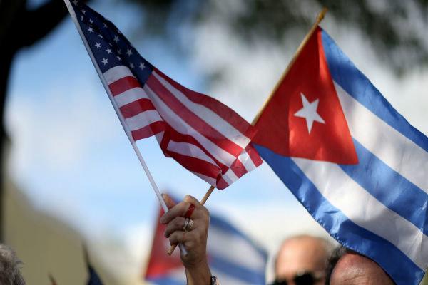 إعلان أوباما إعادة فتح السفارات مع كوبا