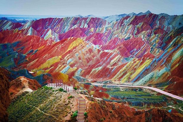پدیده عجیب کوههای رنگینکمانی