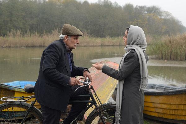 ناهید و پسر بازیگوشش سر از سینما درآوردند/ مرد عاشق در تهران ماند!