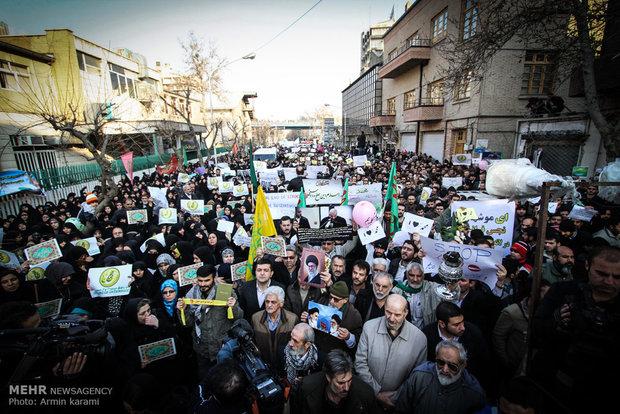 تجمع پرشور دانشجویان در مقابل سفارت فرانسه/تغییرنام خیابان نوفل لوشاتو