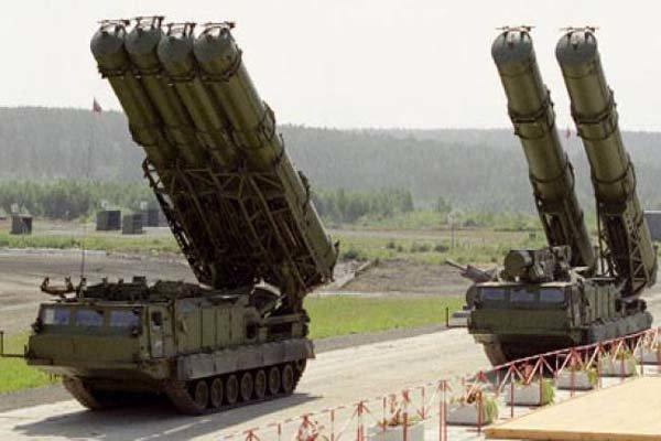 """وزير الدفاع : سنستلم صواريخ """"اس 300"""" قبل نهاية العام الجاري"""