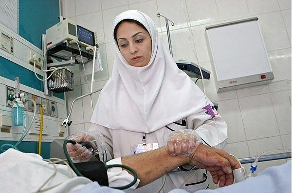 قانون تعرفه گذاری خدمات پرستاری باید اجرا شود/ وزیر بهداشت پاسخگو باشد