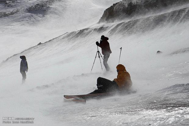 پیست اسکی کوهرنگ رونق گرفت/ از سر گرفته شدن تمرین اسکی بازان