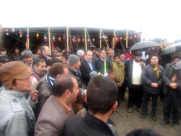جشن پاسداشت تالابها در گندمان برگزار شد/ حضور ۱۰۰۰ نفر در هوای بارانی