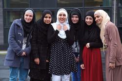 زنان مسلمان بر حق حجاب وارزشهایی که برای زن به دنبال دارد تأکید کردند
