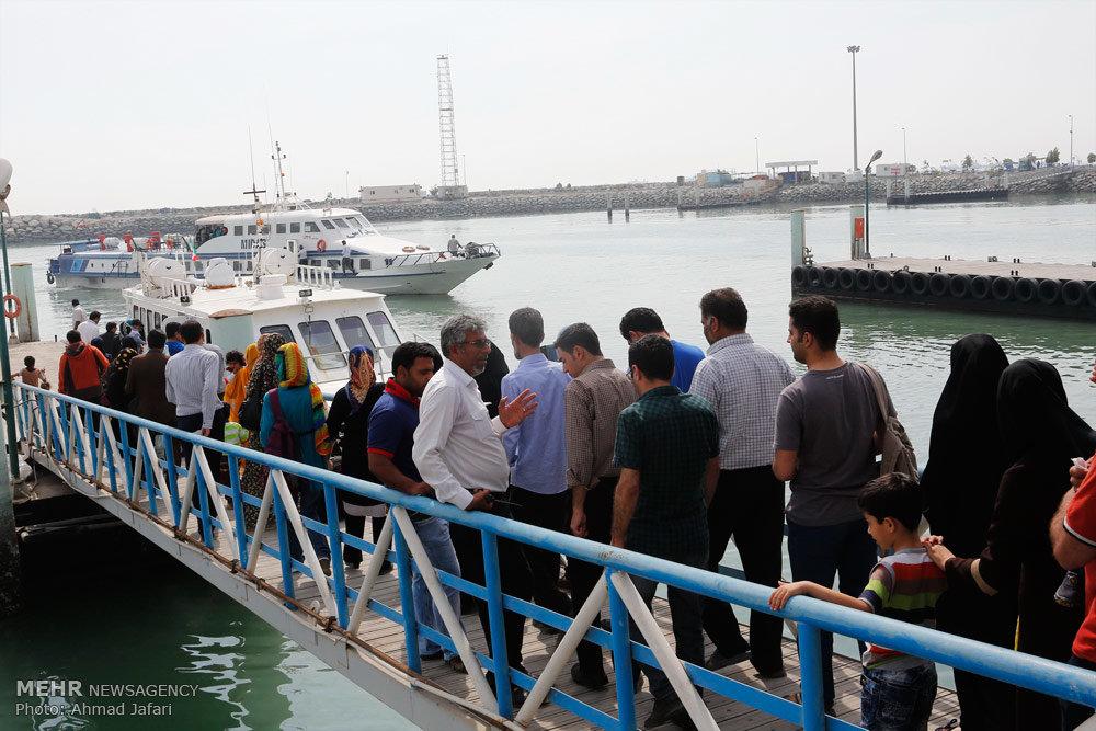 گردشگران و مسافران در سواحل بندرعباس