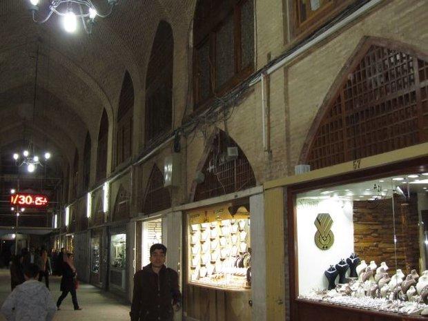 اوقاف و میراث برای تعمیر پشتبام بازارهنر اصفهان مساعدت کنند