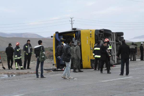 واژگونی اتوبوسی با ۲۵ سرنشین در همدان/ دو مسافر کشته شدند
