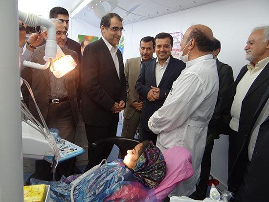 فیلم/ ویزیت بیمار توسط وزیر بهداشت در دشتی استان بوشهر
