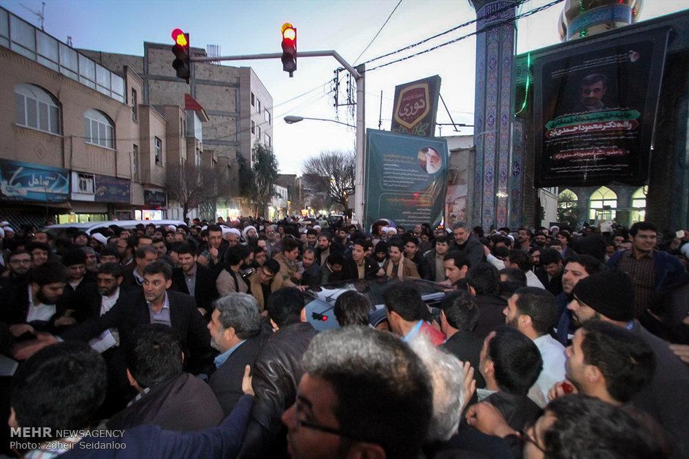 1601381 حضور پرشور مردم در مجلس ترحیم والده محمود احمدینژاد + تصاویر