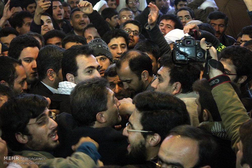 1601383 حضور پرشور مردم در مجلس ترحیم والده محمود احمدینژاد + تصاویر