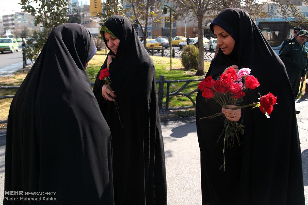 اهداء گل فقط به بانوان چادری