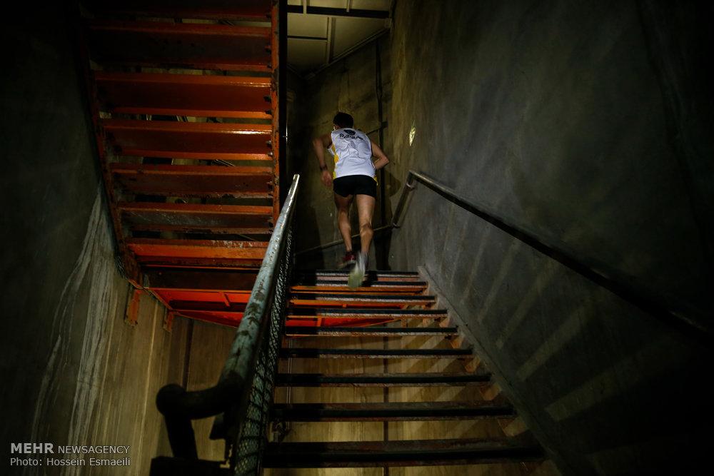 احمد اسدی,دونده ماراتن,رکورد بالا رفتن از پلههای برج میلاد