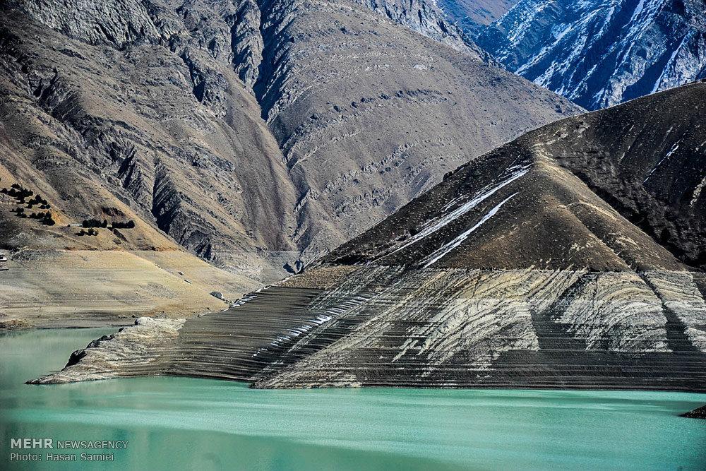 کاهش آب سد کرج