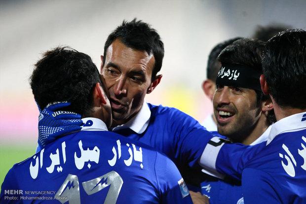 دیدار تیمهای استقلال تهران و نفت مسجد سلیمان