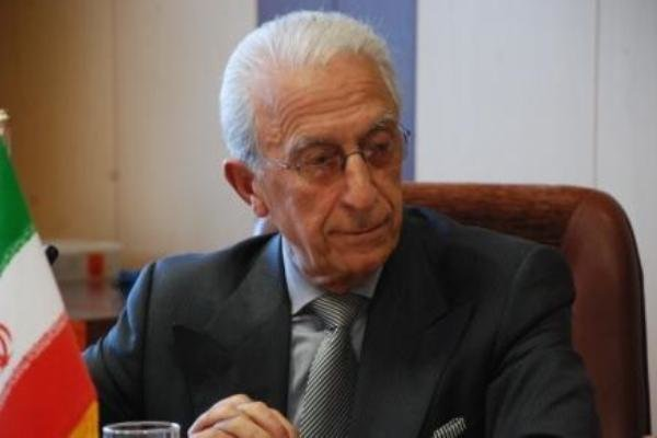 البروفسور سميعي يحصل على الوسام الوطني الصربي