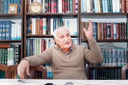 دهه ۷۰ را یکتنه به کار دانشنامه ادب فارسی مشغول بود