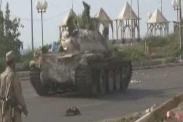 الجيش اليمني يقصف معسكر حثيرة السعودي بنجران