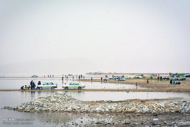 مسافران نوروزی در دریاچه مهارلو