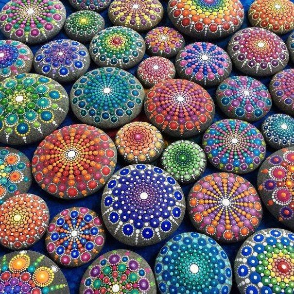 stone-art-mandala-elspeth-mclean-canada-8-605x605.jpg
