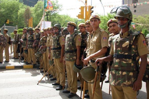 بھارتی پولیس کا لاک ڈاؤن کی خلاف ورزی پرمعافی نامہ لکھوانے کا جرمانہ