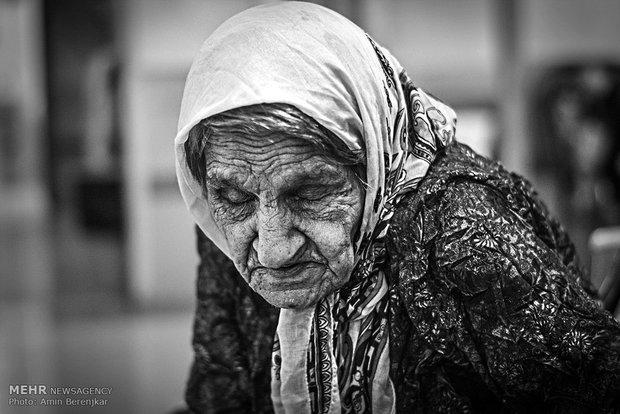 مادران چشم انتظار در آسایشگاه سالمندان