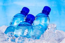 آب معدنی در بازار چند نرخی شد/کم فروشی به آب معدنی هم رسید