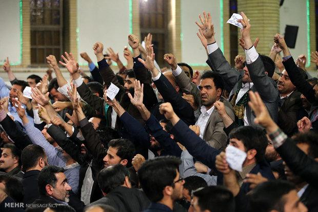 جمعی از مداحان اهل بیت(ع) با  رهبر معظم انقلاب دیدار کردند