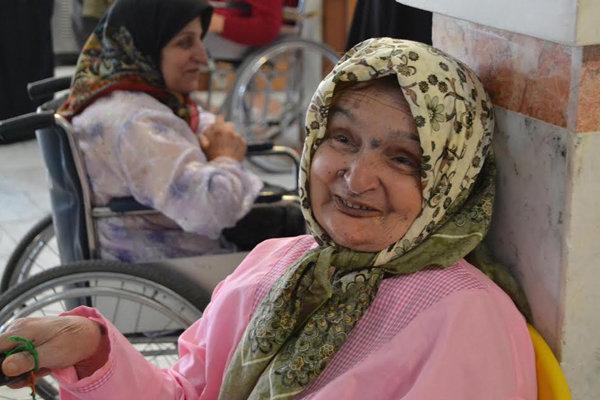 بازدید اعضای خبرگزاری مهر استان سمنان از خانه سالمندان شاهرود