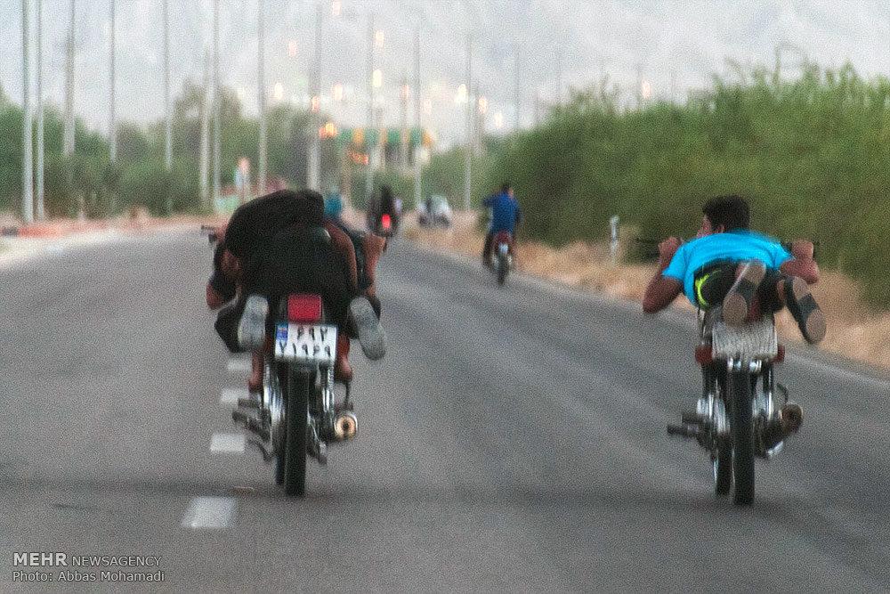 موتورسواری و اتومبیل رانی در حومه شهرستان لامرد