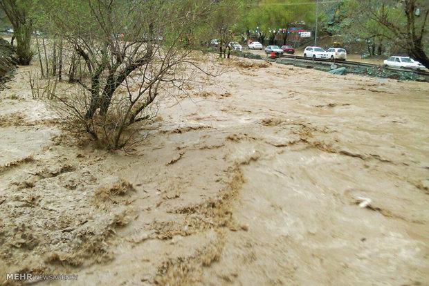 وقتی رودخانه کرج اعتراض خود را از حنجره باران فریاد زد + فیلم