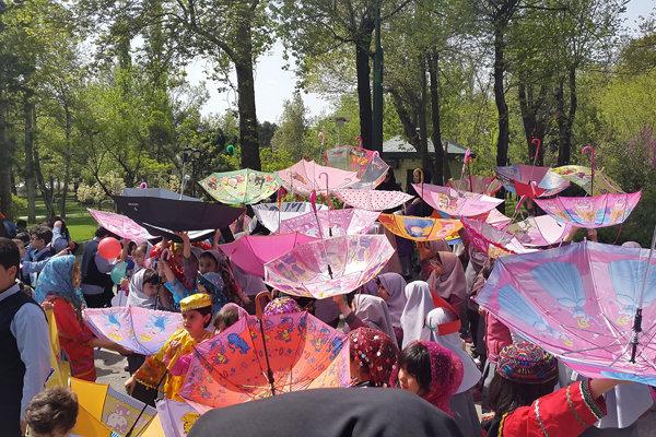 چترهای وارونه کودکان در «صدای پای آب»