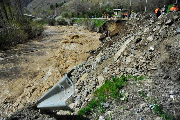 مسدود شدن جاده چالوس بر اثر طغیان رودخانه