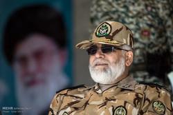 """نائب القائد العام للجيش الإيراني يتفقد مناورات """"مدافعو سماء الولاية 7"""""""