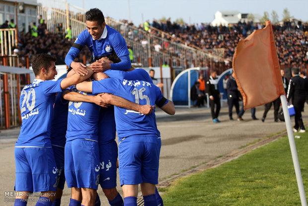 دیدار تیم های فوتبال ملوان و استقلال