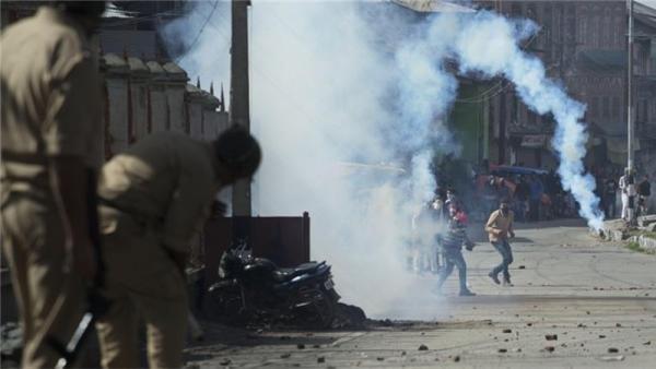 کشمیر کے ضلع شوپیاں میں گرینیڈ دھماکے سے 11 افراد زخمی