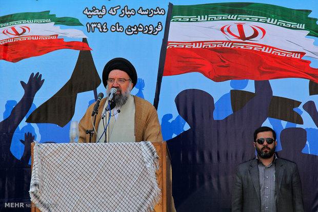 حرمین شریفین باید به شورای علمای جهان اسلام واگذار شود
