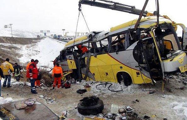 سقوط اتوبوس مسافران پرواز «مشهد-ساری» به دره/ ۱۱مسافر جان باختند