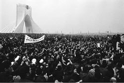 نمایشگاه گروهی عکس و پوستر انقلاب اسلامی سمنان افتتاح شد