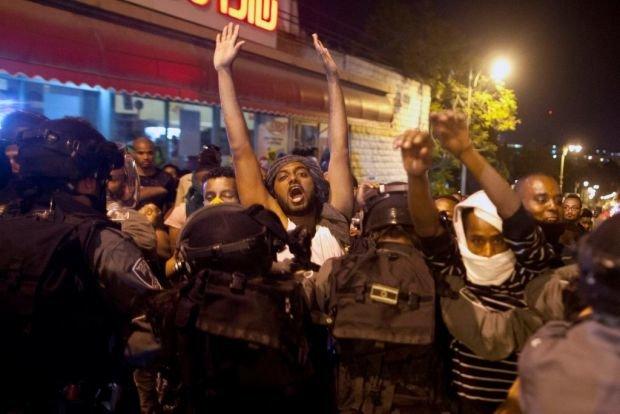 """المتظاهرون الأثيوبيون يطلقون شعار """"الحرية لفلسطين"""""""