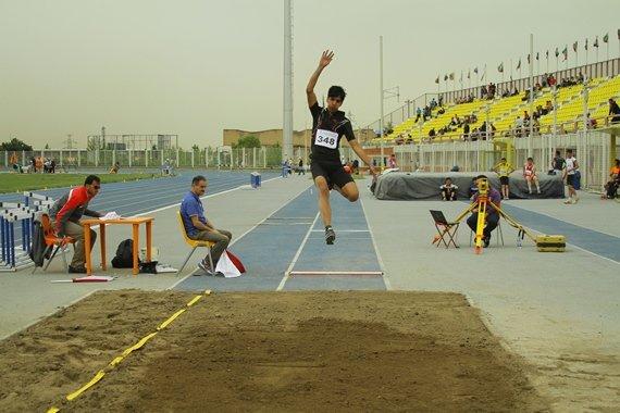ورزشکار قمی در لیگ دو و میدانی کشور مدال نقره کسب کرد