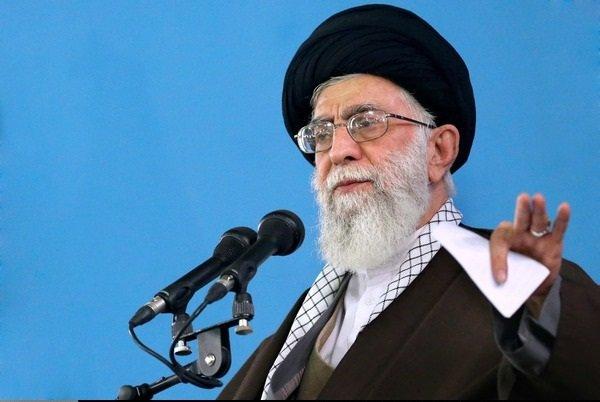 قائد الثورة الاسلامية يؤكد على ثبات موقف ايران في القضية النووية