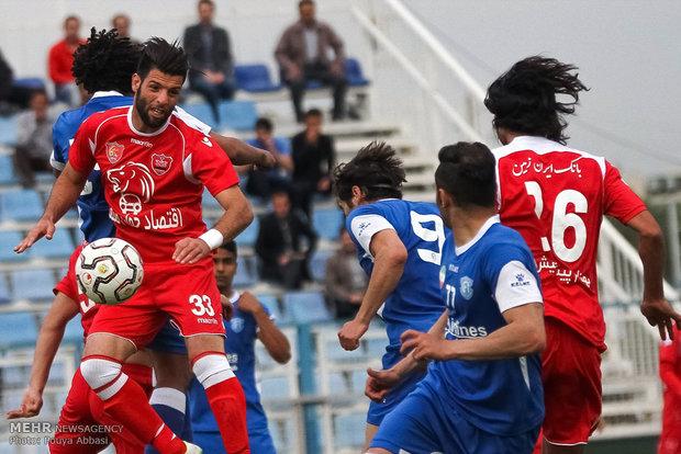 دیدار تیمهای فوتبال گسترش فولاد و پرسپولیس